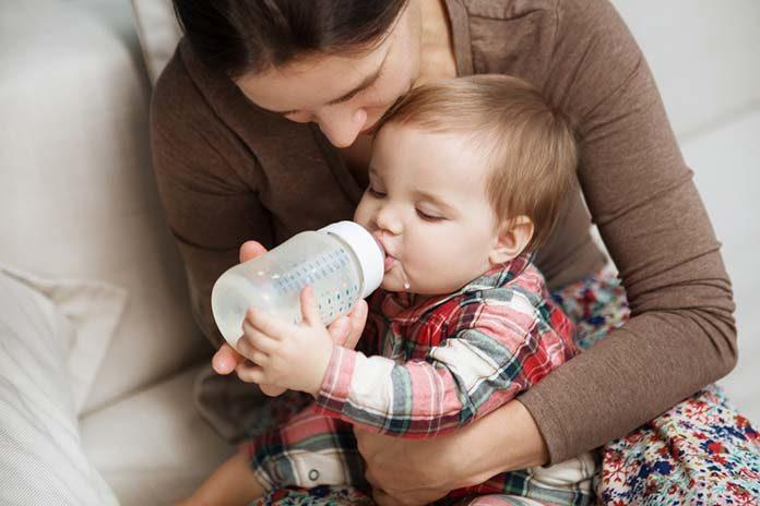 Mleko następne dla niemowląt – poznaj 3 wskazówki, które mogą pomóc Ci wybrać odpowiedni produkt!