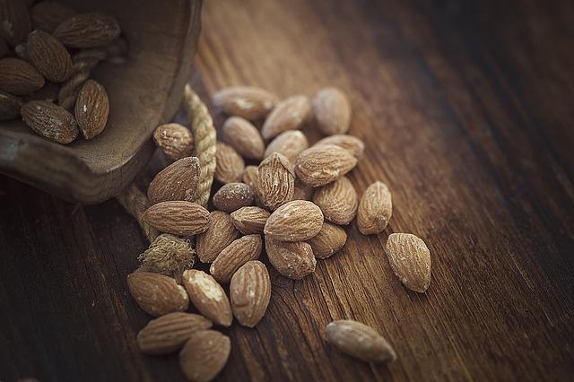 Jakie korzyści przynosi stosowanie mąki migdałowej w kuchni?